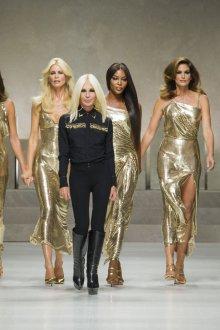 Versace весна лето 2018 золотое платье