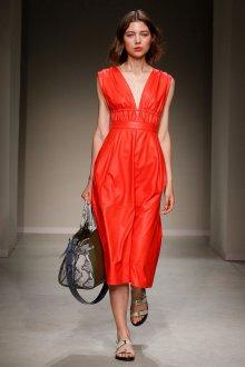 Trussardi весна лето 2019 красное платье
