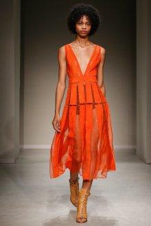 Trussardi весна лето 2019 оранжевое платье