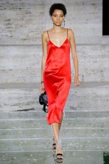 Salvatore Ferragamo весна лето 2021 платье комбинация