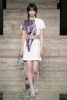 Salvatore Ferragamo весна лето 2021 короткое платье