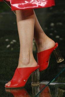 Salvatore Ferragamo весна лето 2021 красные туфли