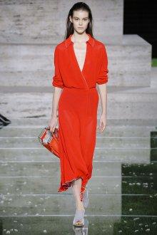 Salvatore Ferragamo весна лето 2021 красное платье