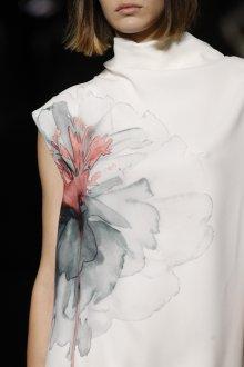 Salvatore Ferragamo весна лето 2021 платье с рисунком