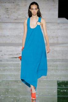 Salvatore Ferragamo весна лето 2021 синее платье