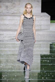 Salvatore Ferragamo весна лето 2021 вязаное платье