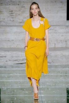 Salvatore Ferragamo весна лето 2021 желтое платье