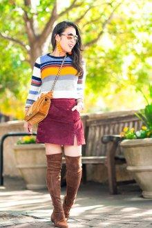Бордовая юбка с ботфортами