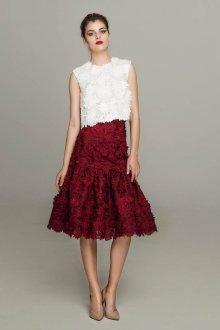 Бордовая юбка с цветами