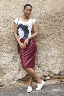 Бордовая юбка карандаш из кожи