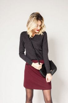 Бордовая юбка модный лук