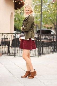 Бордовая юбка миди в стиле милитари