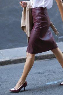 Бордовая юбка из натуральной кожи