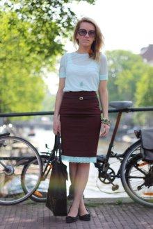 Бордовая юбка с отделкой