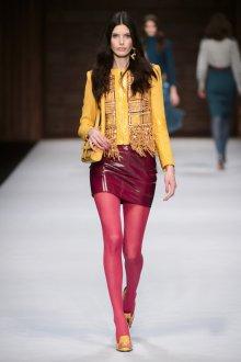 Бордовая юбка с пиджаком