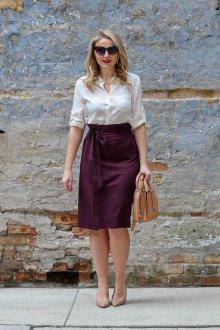 Бордовая юбка с поясом