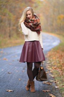 Бордовая юбка со свитером