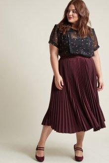 Бордовая юбка свободного кроя
