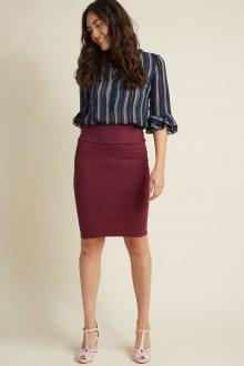 Бордовая юбка с туфлями
