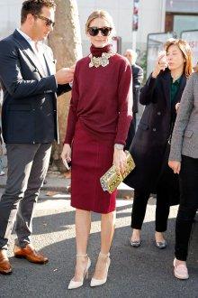 Бордовая юбка с водолазкой
