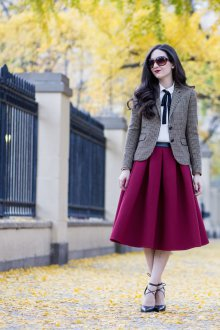 Бордовая юбка с жакетом