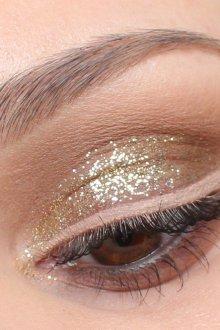 Золотой макияж с бежевым