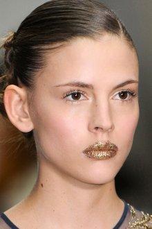 Золотой макияж с блестками
