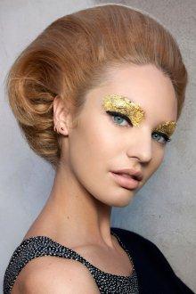 Золотой макияж фольгой