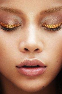 Золотой макияж с глиттером
