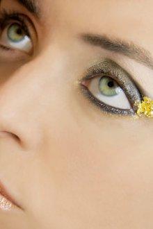 Золотой макияж художественный