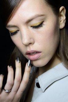 Золотой макияж модный