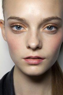 Золотой макияж натуральный