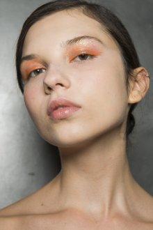 Золотой макияж с оранжевым