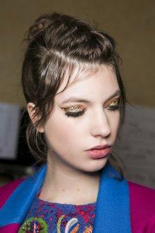 Золотой макияж с пайетками