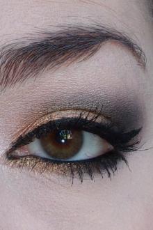 Золотой макияж с подводкой