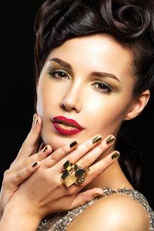 Золотой макияж праздничный