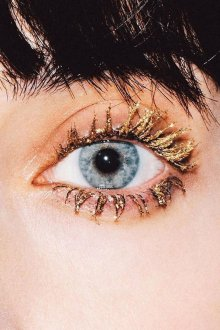 Золотой макияж тушью
