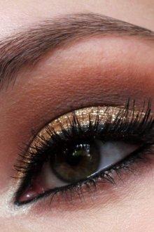 Золотой макияж для зеленых глаз