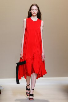 Платье трапеция красное без рукавов
