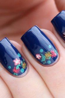 Маникюр с рисунком цветочным весенним