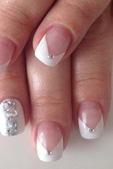 Маникюр с рисунком на нарощенные ногти