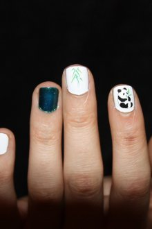 Маникюр с рисунком панды