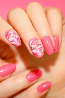 Маникюр с рисунком розовый весенний