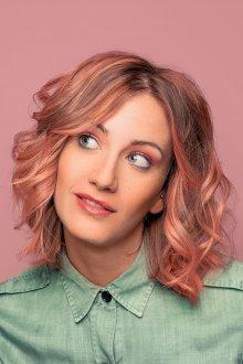 Стрижка на средние волосы 2019 розовый блонд