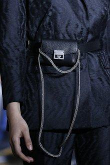 Кожаная сумка женская на пояс черная