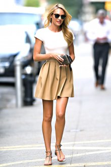Бежевая юбка короткая летняя