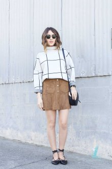 Бежевая юбка с пуловером