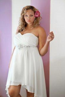 Свадебное платье для полных с асимметричным подолом