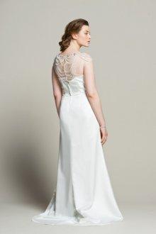 Свадебное платье для полных с декором