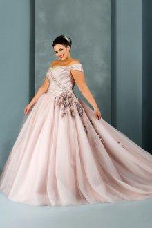 Свадебное платье для полных с розами